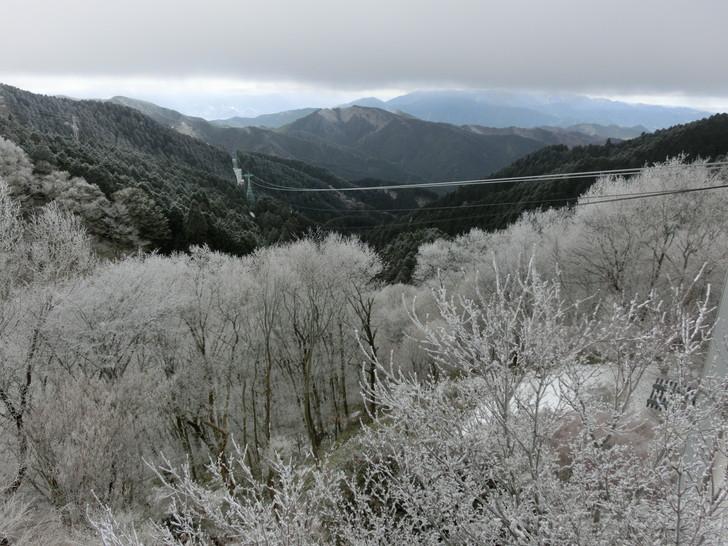 冬のロープウェイ金剛山駅の展望デッキからの眺め