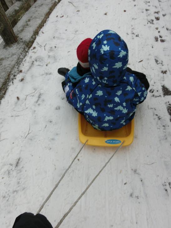 冬のちはや園地で帰りはロープウェイ乗り場までそり遊び