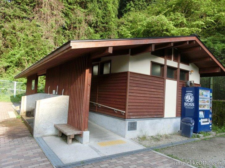 金剛山ロープウェイ前バス停の公衆トイレ