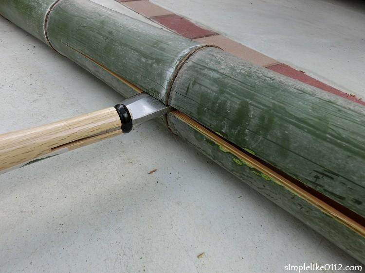 竹材を半分に割る
