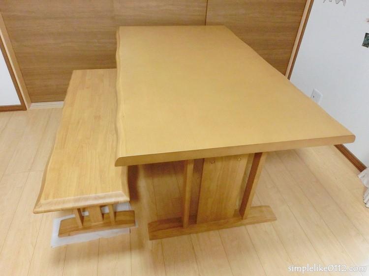 食卓テーブルとイス