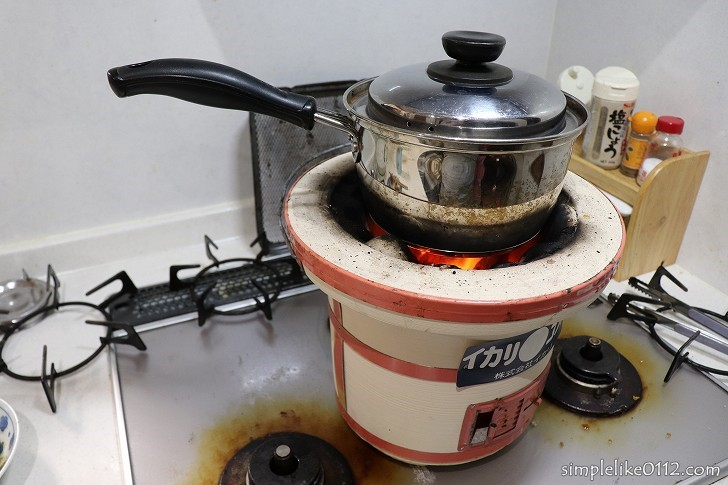 七輪で水を沸かす