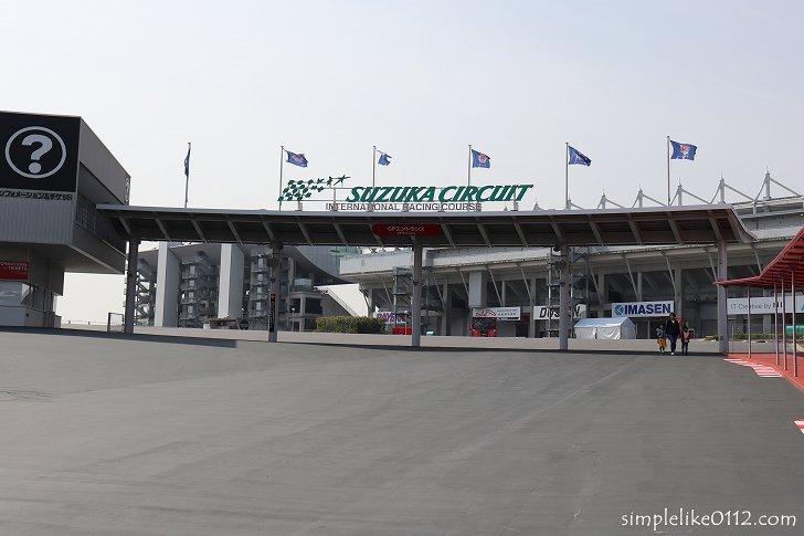 国際レーシングコースエントランス