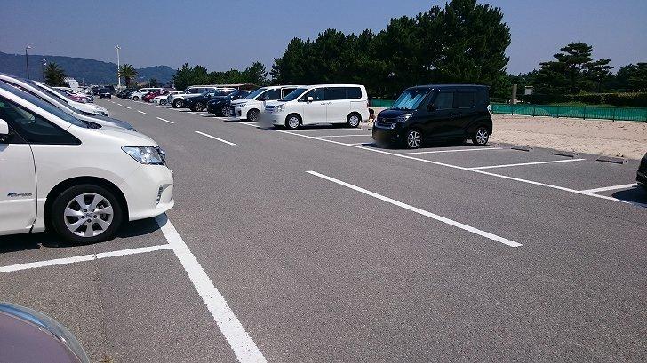 片男波海水浴場の駐車場