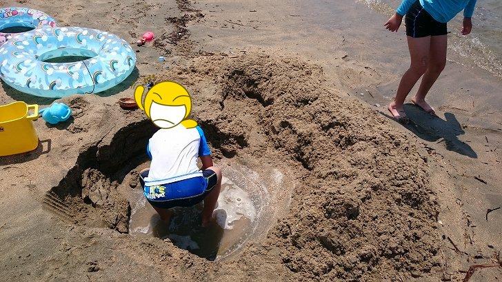 片男波海水浴場で遊ぶ