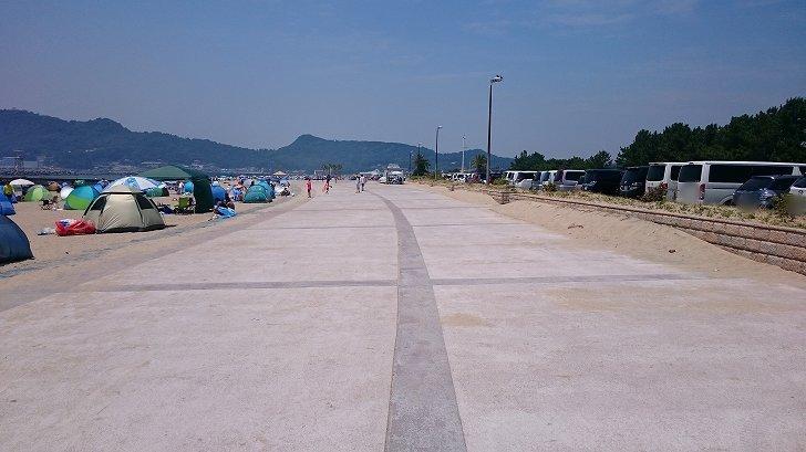 片男波海水浴場の砂浜