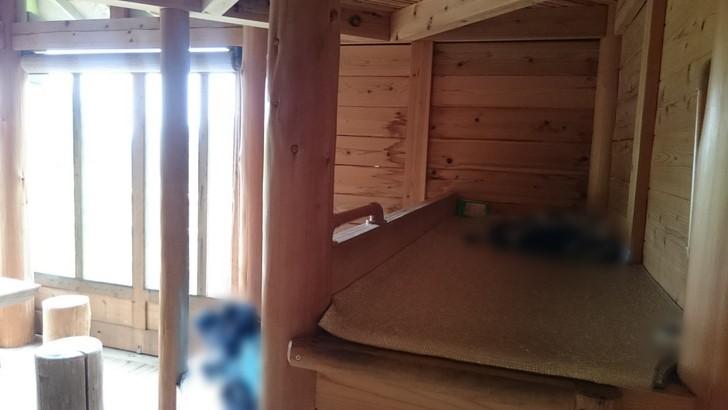ちはや園地金剛山キャンプ場バンガローの2段ベッド