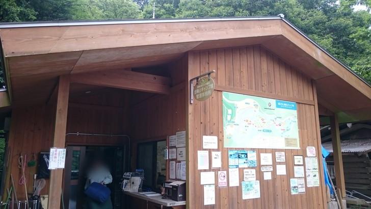 ちはや園地金剛山キャンプ場バンガローからトイレまで