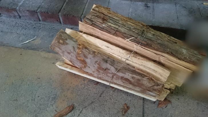 ちはや園地で薪を買う