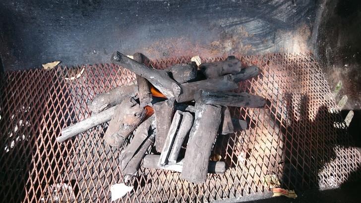 ちはや園地で木炭を買う