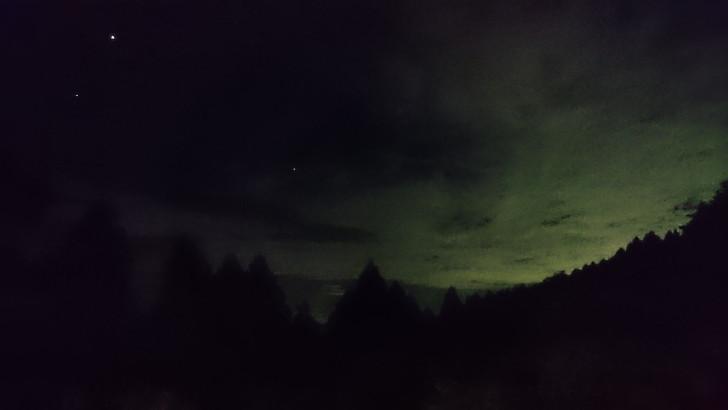 ちはや園地金剛山キャンプ場バンガローのベランダで夜空を見る