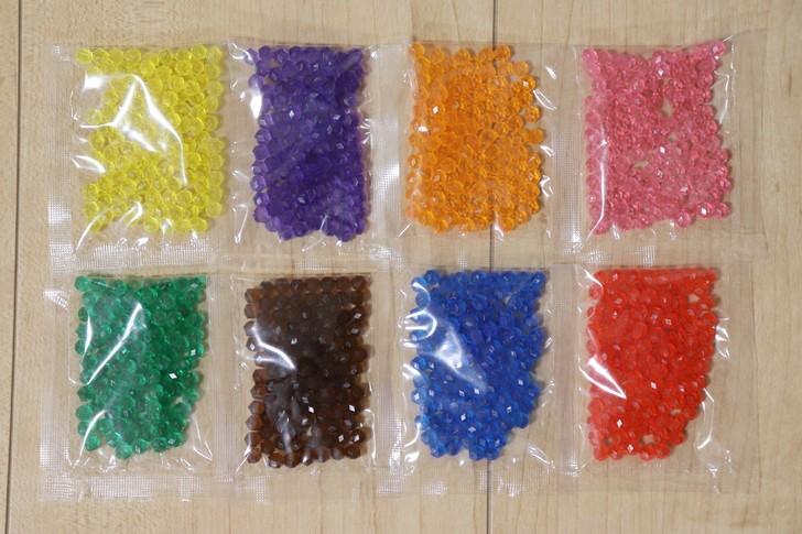 24色ビーズセットのキラキラビーズ8色