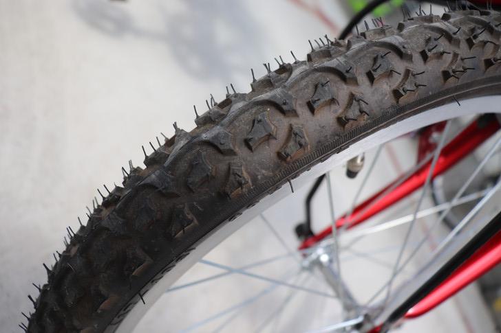 ジュニアマウンテンバイクのブロックタイヤ