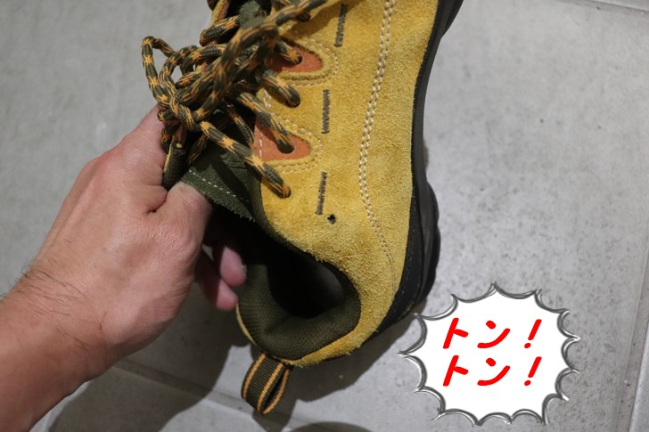 グランズレメディの白い粉を靴底全体に広げる方法
