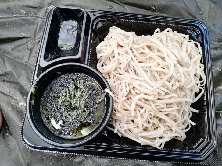 昼食のざる蕎麦