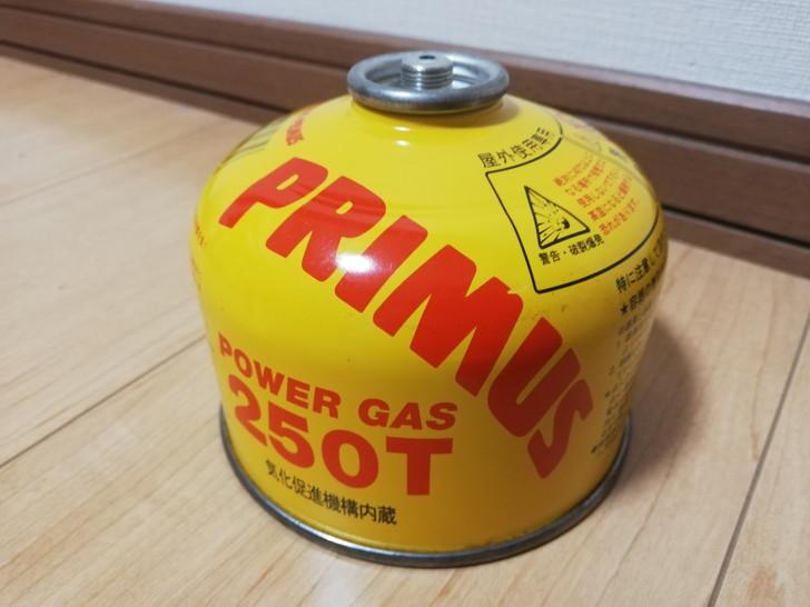 アウトドアやキャンプに使うねじ込み式ボンベOD缶(アウトドア)