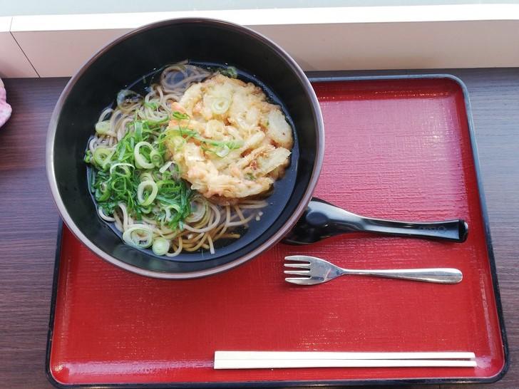 神戸鳴門淡路自動車のフードコートで食べたそば