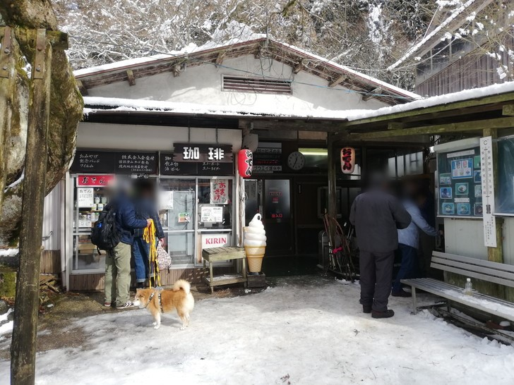 冬の金剛山山頂売店