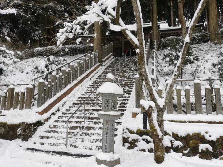 冬の金剛山・本堂への階段
