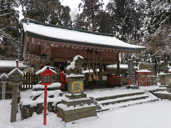 冬の金剛山・雪山の頂に佇む葛木神社