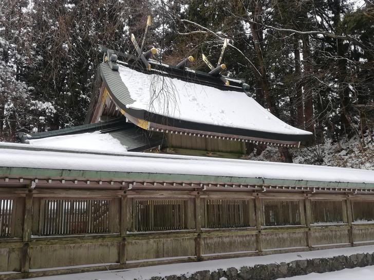 冬の金剛山・雪の積もった葛木神社本殿