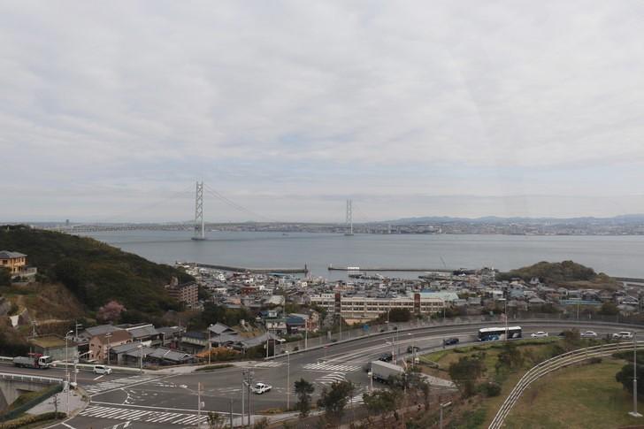 淡路SA(サービスエリア)の大観覧車から明石海峡大橋を望む