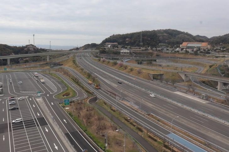 淡路SA(サービスエリア)の大観覧車から神戸淡路鳴門自動車四国方面を見る