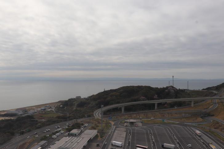 淡路SA(サービスエリア)の大観覧車の頂上から大阪湾をみる