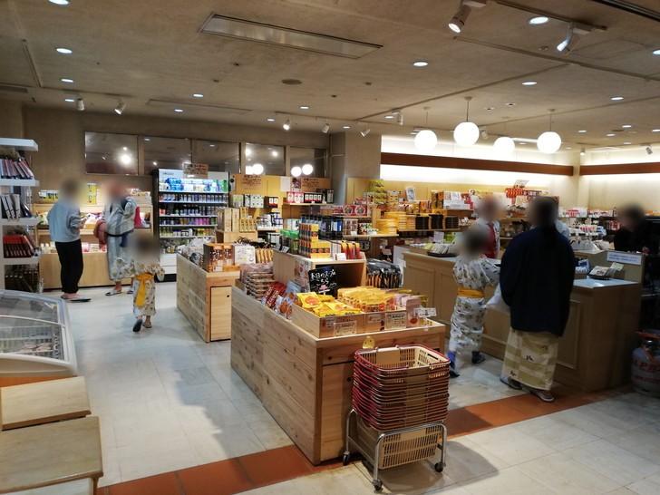 アオアヲナルトリゾートのマーケットプレイス