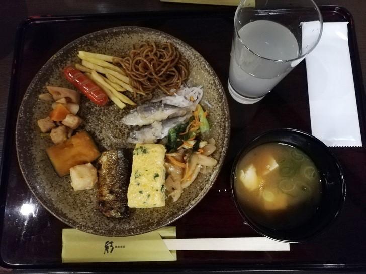 アオアヲナルトリゾート朝食バイキングの料理