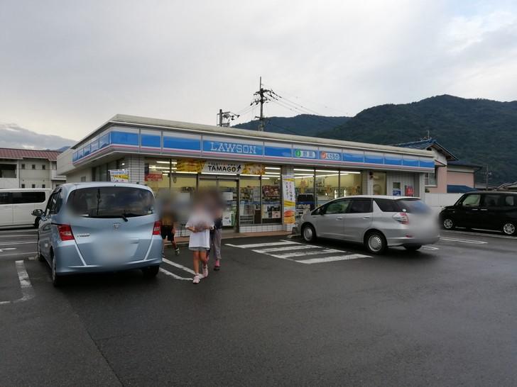 吉野川を渡ったところにある「ローソン つるぎ町貞光店」