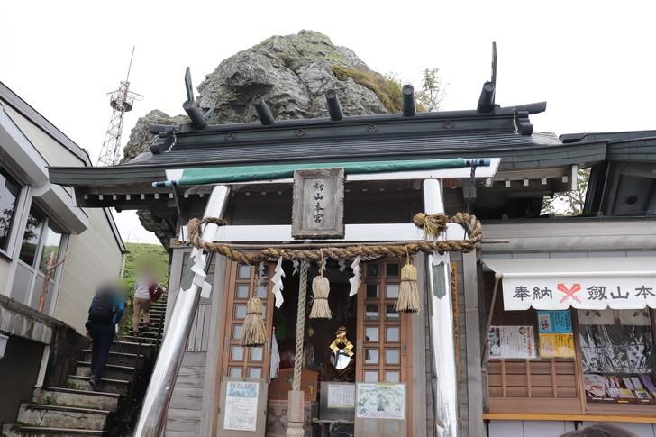四国剣山山頂の「剣山本宮宝蔵石神社」