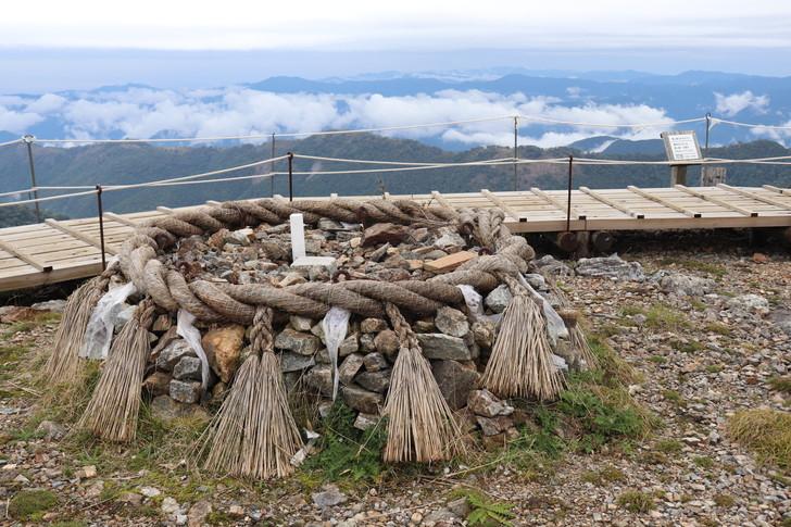 【ブログ】標高1195mの剣山山頂へ!!登山初心者向けコース公開!!