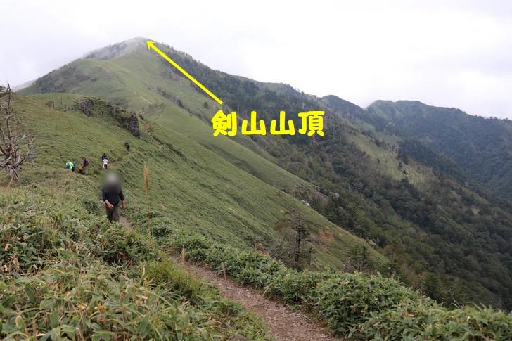 剣山~次郎笈縦走コースから、剣山山頂を望む