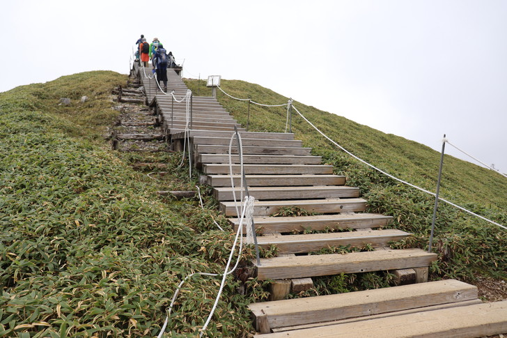 次郎笈から剣山まで縦走:剣山山頂への最後の階段