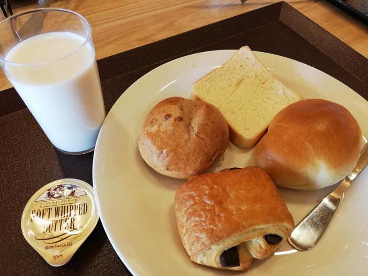 鳴門グランドホテル海月の朝食バイキング【パン】