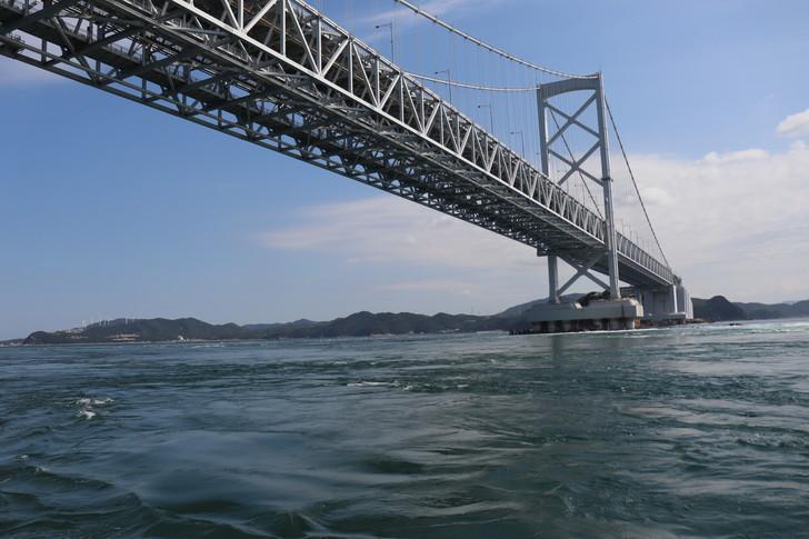 大鳴門橋直下のようす