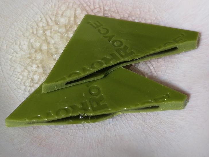 ロイズ・プラフィーユショコラはパリッと割れそうな繊細な板チョコ