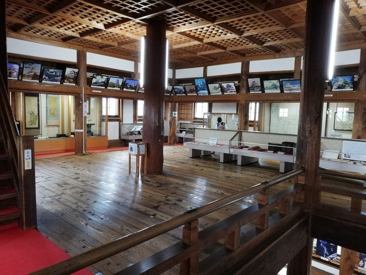 伊賀上野城の「真っ白な複合式天守閣」