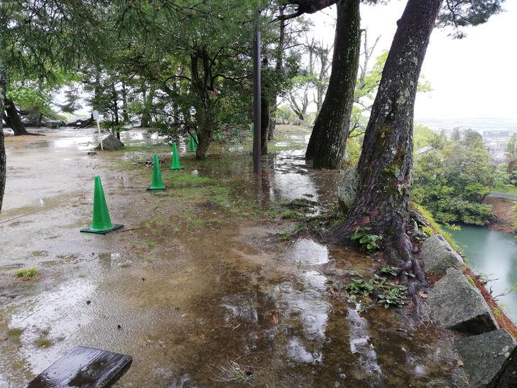 伊賀上野城の高石垣はどこまで続いているのでしょうか?